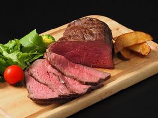 ロース カロリー 肩 牛肉 黒毛和牛•牛肉の肩(ウデ)とは 部位の特徴・気になるカロリーとおいしいすき焼きの作り方をご紹介します!